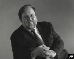 乔治城大学法学院教授彼得•伯恩