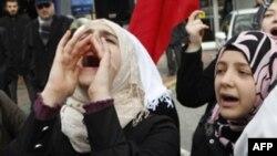 Người Syria sống ở Thổ Nhĩ Kỳ hô khẩu hiệu chống chính phủ Syria của TT Bashar al-Assad, ngày 18 tháng 11, 2011