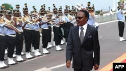 L'ancien président du Gabon Omar Bongo Ondimba lors de son 40e anniversaire au pouvoir, à Libreville, le 2 décembre 2007.