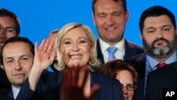 Bà Marine Le Pen (giữa) lãnh tụ phe cực hữu Pháp chống di dân tại buỗi lễ kỷ niệm ngày 1/5/2018 tại Nice, miền nam nước Pháp.
