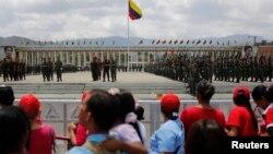 Học viên quân sự của Venezuela tập luyện cho lễ tang của ông Hugo Chavez
