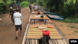 The bamboo railway is ready for departure, Battambang, Cambodia, July 21, 2017. (Sun Narin/VOA Khmer)