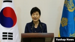 박근혜 한국 대통령이 19일 청와대에서 열린 전국 시도지사 간담회에서 모두발언하고 있다.