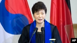 지난 3월 독일을 방문한 박근혜 한국 대통령이 드레스덴공대에서 기념연설을 하고 있다.