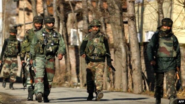 Binh sĩ Ấn Ðộ tuần tra tại bang Kashmir
