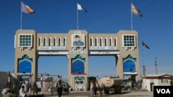 دافغانستان دخارجه وزارت څخه دې لړ کې جاري شوي يو بيان کې خبردارى ورکړى شوى چې دچمن په سرحدي لاره دپاکستان دغه ګام ددوه اړخيزه ژمنو څخه سرغړونه ده او موجوده حساسو حالاتو کې خپل مينځي اړيکې خرابولى شي.