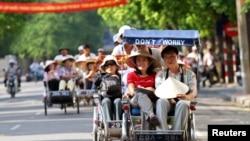 Hơn 1,2 triệu khách du lịch Trung Quốc đã tới thăm Việt Nam, và có thể vượt mức 2 triệu lượt trong toàn năm 2016, mức cao nhất từ trước tới nay.