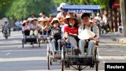 Theo Tổng cục Thống kê Việt Nam, du khách Trung Quốc tới Việt Nam năm 2016 đạt con số kỷ lục là gần 2,7 triệu người, đứng đầu số khách du lịch quốc tế tới Việt Nam năm ngoái.