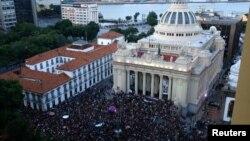Milhares honram memória de Michelle Franco