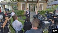 Mark O'Mara, advokat Džordža Zimermana, obraća se medijima ispred svoje kancelarije u Orlandu.