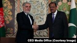 دو مقام افغان و پاکستانی در دیدارشان، روی همکاری نزدیک دو کشور تأکید کرده اند
