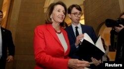 Ketua DPR Amerika, Nancy Pelosi berbicara kepada media di Gedung Capitol, Washington DC, Rabu (16/1).
