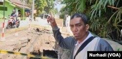 Baharuddin Kamba dari Forpi Kota Yogya di lokasi proyek yang menjadi obyek OTT KPK. (Foto:VOA/Nurhadi)