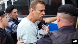 Задержание Алексея Навального полицией в ходе протестной акции в Москве 12 июня 2019 г.