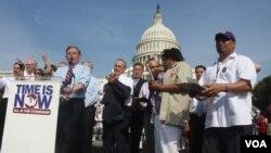 En medio de grandes debates el Senado empieza a votar esta semana sobre el plan para una reforma migratoria. El senador Bob Menéndez forma parte del Grupo de los 8 quienes presentaron el proyecto de ley.