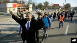 美國密蘇里州弗格森星期六有民眾從弗格森前往密蘇里州州府杰弗遜市行程193公里的的遊行。