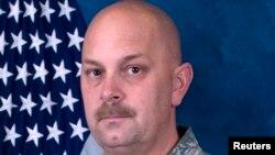 Michael Landsberry era miembro de la Guardia Nacional Aérea de Nevada y había servido en Afganistán. La Guardia Nacional le rinde honores y lamenta su fallecimiento.