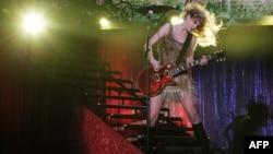 Taylor Swift vendió casi cuatro millones de copias de cada uno de sus cuatro álbumes.