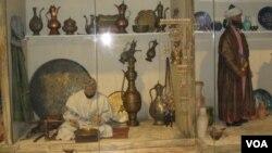 俄罗斯重视研究中亚地区。圣彼得堡俄罗斯博物馆中的展品介绍中亚民俗。
