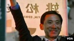 民主派九龍西候選人姚松炎 (美國之音特約記者 湯惠芸拍攝 )