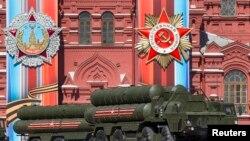 Hệ thống phòng thủ phi đạn S-400 của Nga trong cuộc diễn tập ngày 7/5/2017 tại Quảng trường Đỏ, Moscow.