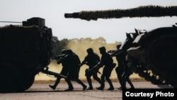 台灣陸軍第584裝甲旅在春節前的1月19日舉行實兵對抗軍演。 (台灣國防部網站)