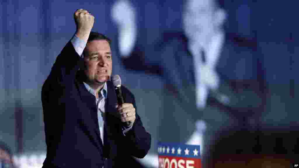 Point levé, le candidat républicain Ted Cruz, harangue ses partisans lors d'un rassemblement au State Fairgrounds dans l'état de l'Indiana, 2 mai 2016.