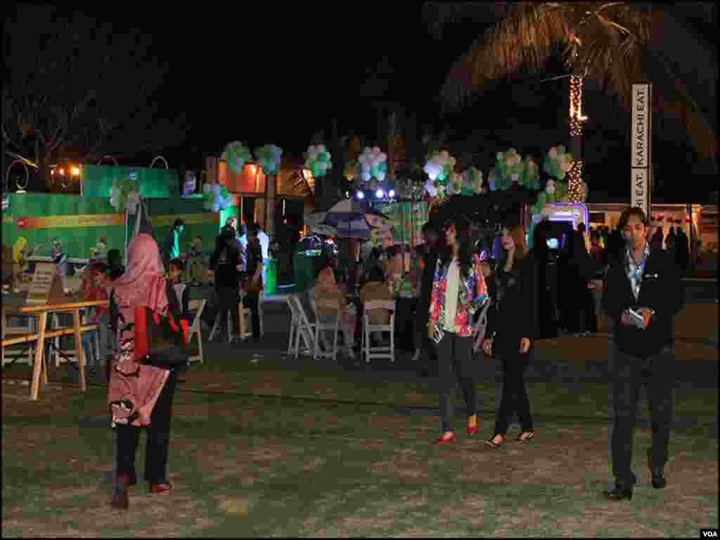 فیسٹیول میں خواتین اور نوجوانوں کی بڑی تعداد شریک ہورہی ہے