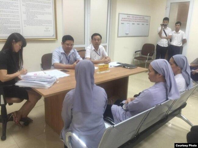 UBND quận Hoàn Kiếm đã đình chỉ xây dựng ở số 5 Quang Trung hồi tháng 7/2016 (Ảnh: Truyền Thông Thái Hà)