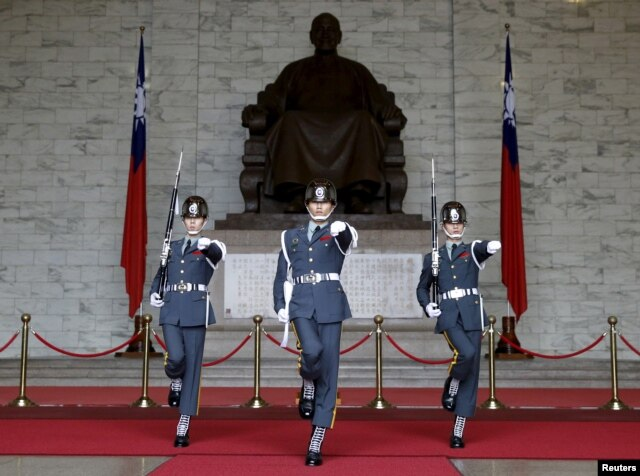 Guards of honor parade at the Chiang Kai-shek Memorial Hall in Taipei, Taiwan, Jan. 17, 2016.
