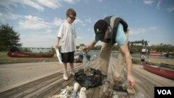 Voluntarios de todo el mundo salen un día al año para contribuir con la limpieza de los océanos y las costas.