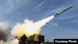 중국명 '융싱다오'인 우디 섬에서 중국군이 YJ-62 대함 미사일을 발사하는 장면. (자료사진·웨이보)