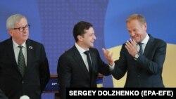 Президент Украины Владимир Зеленский, Председатель Европейского совета Дональд Туск и Председатель Европейской комиссии Жан-Клод Юнкер. Киев, 8 июля 2019 г.