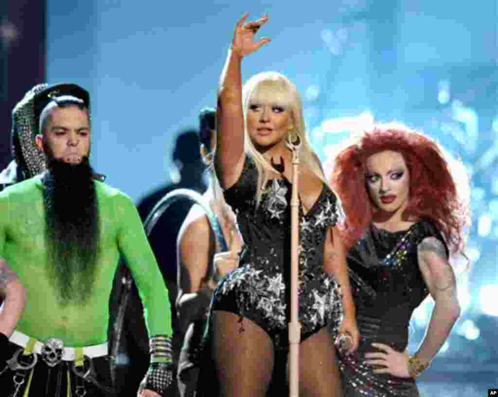 """Christina Aguilera performs """"Lotus"""", """"Army of Me"""" and """"Let There Be Love"""" at the 40th Anniversary American Music Awards on Sunday, Nov. 18, 2012, in Los Angeles. (Photo by John Shearer/Invision/AP)"""