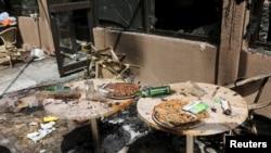 Le restaurant Cappuccino après l'attaque terroriste à Ouagadougou, Burkina Faso, le 18 janvier 2016.