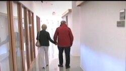 2012-05-16 美國之音視頻新聞: 白宮宣佈展開治療阿茲海默症研究計劃