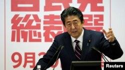 Chuyến thăm Trung Quốc của Thủ tướng Shinzo Abe được xem là một tín hiệu cho thấy mối quan hệ đang ấm dần lên giữa hai đối thủ Châu Á cạnh tranh gay gắt.