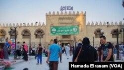 نمایی از مقابل یک مسجد در بخش تاریخی شهر قاهره