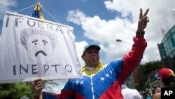 """El ministro de Comunicación e Información, Luis José Marcano, dijo que el incidente en la localidad de Villa Rosa, en Margarita, pretendía tapar la """"derrota"""" de la masiva manifestación del jueves llamada """"toma de Caracas""""."""