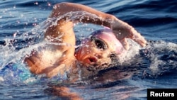La nadadora cuando cubría el año pasado un trayecto de 108 kilómetros en las Islas Caimán.