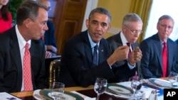 Asistieron a la reunión con Barack Obama el representante John Boehner y los senadores Harry reid y Mitch McConnell, entre otros.