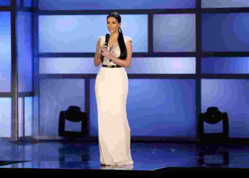 """Kim Kardashian, personalidad de los programas de televisión """"Keeping up with the Kardashians"""" y """"Bailando con las estrellas""""."""