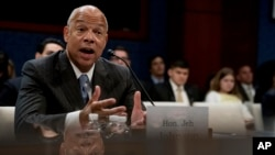 Cựu Bộ trưởng An ninh Nội địa Jeh Johnson testifies to the House Intelligence Committee task force on Capitol Hill in Washington, June 21, 2017, as part of the Russia investigation.
