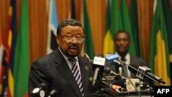 Chủ tịch Liên hiệp Phi Châu Jean Ping phát biểu tại hội nghị thượng đỉnh của AU tại Addis Ababa, ngày 14/7/2012
