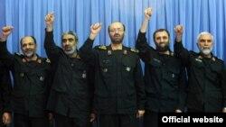 حسین همدانی(نفر اول سمت راست) در جمع فرماندهان سپاه در دیدار با آیتالله خامنهای - ۱۳۹۰