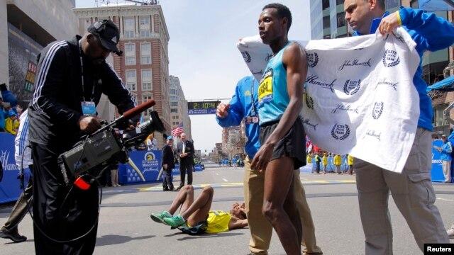 Antes de la explosión, Lelisa Desisa Benti de Etiopía, había cruzado la meta como ganador de la Maratón de Boston.