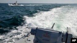 俄羅斯以烏克蘭艦隻非法進入俄羅斯水域為由,扣留這三艘烏克蘭艦船。烏克蘭11月25日發佈的圖片。