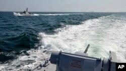 VOA连线(白桦):冲突升级 俄或全部控制亚速海破坏乌克兰经济