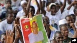 Des partisans de Cellou Dalein Diallo lors d'un meeting à Abidjan