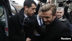 David Beckham tiba di Paris untuk menjalani tes kesehatan (31/1). Beckham setuju bergabung dengan Paris Saint-Germain (PSG) untuk 5 bulan sampai Juni 2013.